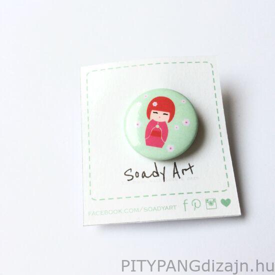 Soady Art kitűző / kokeshi baba